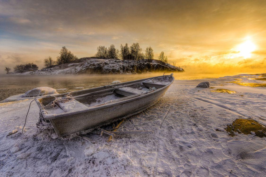 Фото бесплатно Helsinki, Финляндия, закат, зима, берег, водоём, лодка, пейзаж, пейзажи