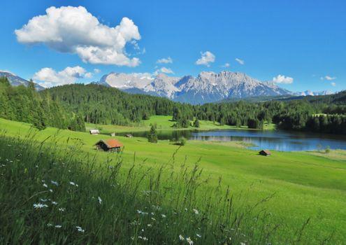 Бесплатные фото Озеро Герольдзее,зеленая трава,Германия,Geroldsee,Южный Тироль,Альпы,Гармиш,Партенкирхен,сельская местность,Bavaria,Бавария,горы