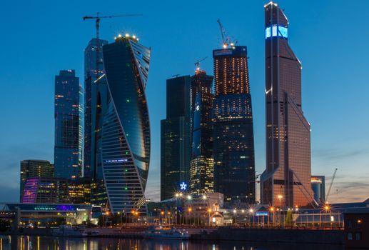 Бесплатные фото московский международный деловой центр,москва сити,река,ночь,центр,высотки,здания