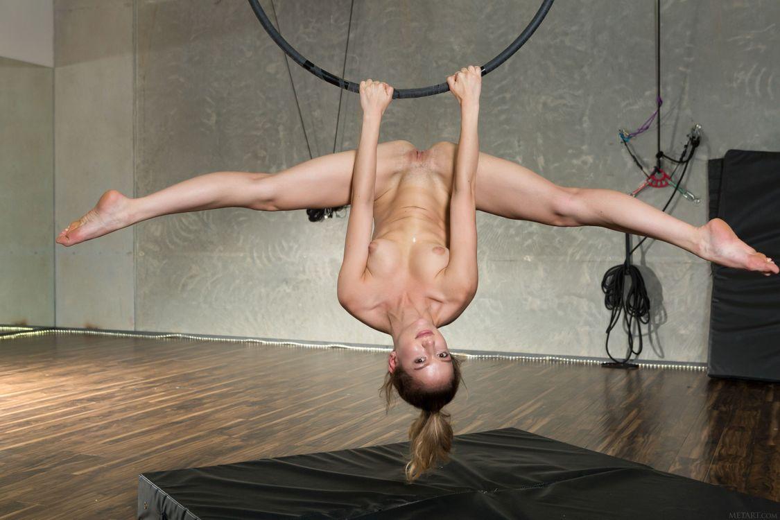 Дакота Бурд выставляет свое красивое тело · бесплатное фото