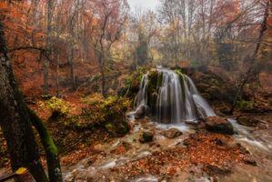 Заставки осенние листья, водопад, камни
