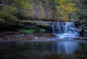 Фото бесплатно осень, лес, деревья, скалы, река, водопад, пейзаж