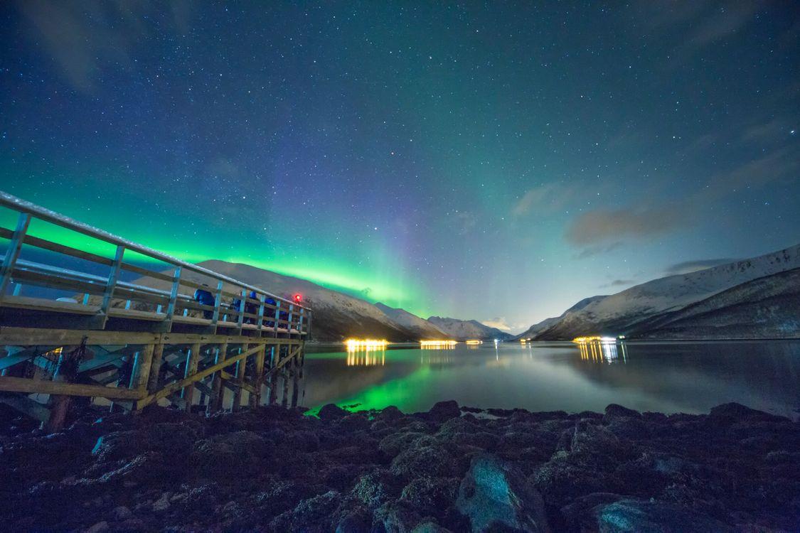 Фото северное сияние ночное небо дом - бесплатные картинки на Fonwall