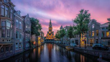 Бесплатные фото Алкмар,закат,Нидерланды,город,дома,канал,городской пейзаж