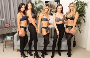 Бесплатные фото Candice Collyer,Laura Hollyman,Lauren Wood,Gina B,Natasha Anastasia,Диван,Блондинка