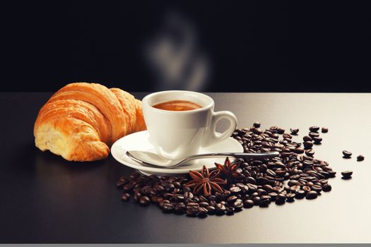 Hot coffee and a croissant · free photo