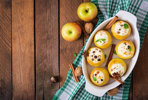 A dish of apples · free photo