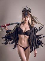 Девушка самурай и красивое тело · бесплатное фото