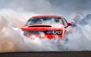 Фото бесплатно Dodge Challenger, красный, дым