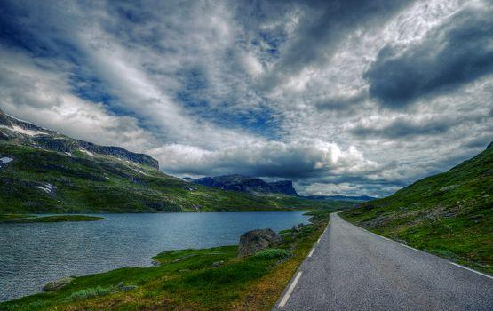 Заставки Норвегия,дорога,горы,озеро,небо,облака,пейзаж