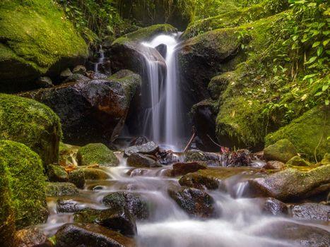 Бесплатные фото водопад,камни,мох,течение,речка,природа