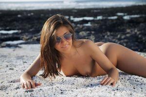 Фото бесплатно солнцезащитные очки, грудь, горячая