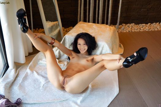 Photo free Lucy Liu feet up, spread legs, shaved pussy