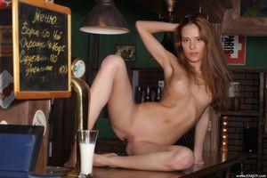 Андреа Б выставляет свое красивое тело