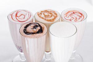 Фото бесплатно завтрак, йогурт, стаканы