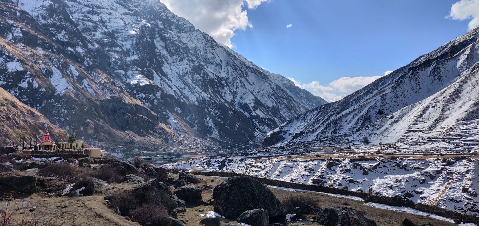 Обои снег, холм, горные рельефы, гора, геологическое явление, нагорье, горный хребет, морен, небо, природный ландшафт, пустыня, долина, гребень, ледниковый рельеф, упал на телефон | картинки пейзажи