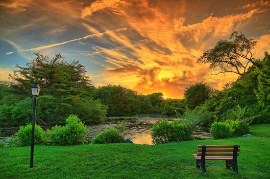 Бесплатные фото закат,пруд,парк,деревья,красивое небо,облака,скамейка,фонарь,пейзаж