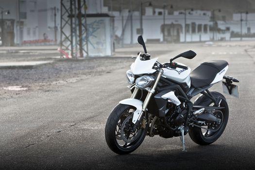 Фото бесплатно Triumph Speed Triple, белый, вид сбоку