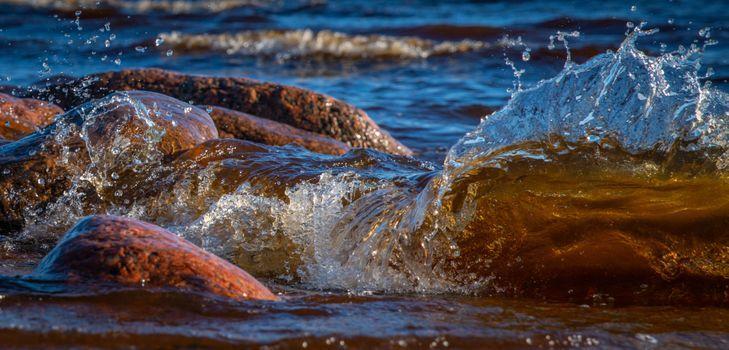 Заставки воды,всплеск,волна,камень,берег,море,размышления,лучик солнечный,океан,небо