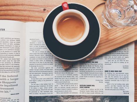 Photo free coffee, newspaper, mug