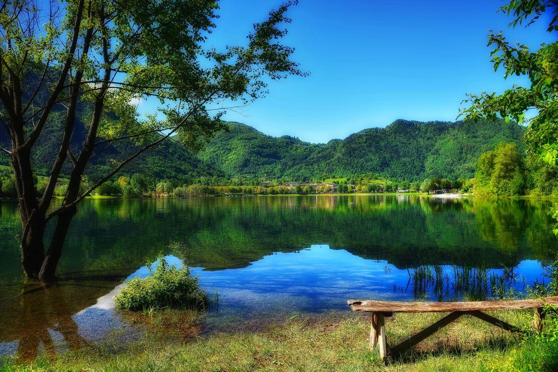 Фото бесплатно озеро, парк, горы деревья лавочка, природа, пейзаж, пейзажи