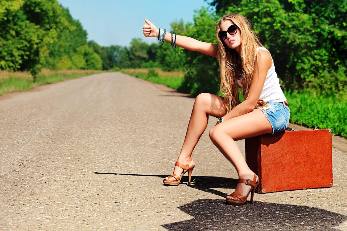 девушка автостоп · бесплатное фото