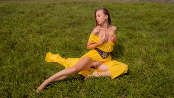 Photo free labia, brunette, yellow dress
