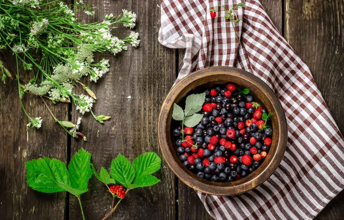 Фото бесплатно wood, миска, ягоды - на рабочий стол