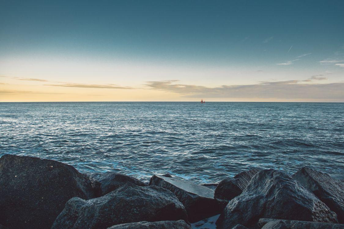 Фото бесплатно океан, камни, лодка - на рабочий стол