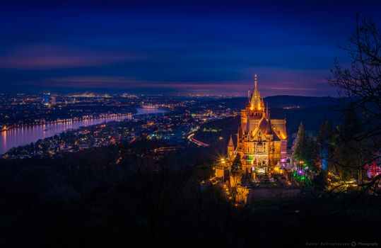 Photo free Christmas bazaar, castle schloss drachenburg, the background of the city Bonn and Cologne