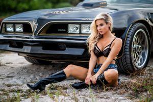 Бесплатные фото девушка,блондинка,секси,машина,авто,Чика,бюстгальтер