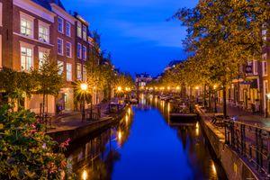 Бесплатные фото Лейден,Нидерланды,город,ночь,огни,дома,канал