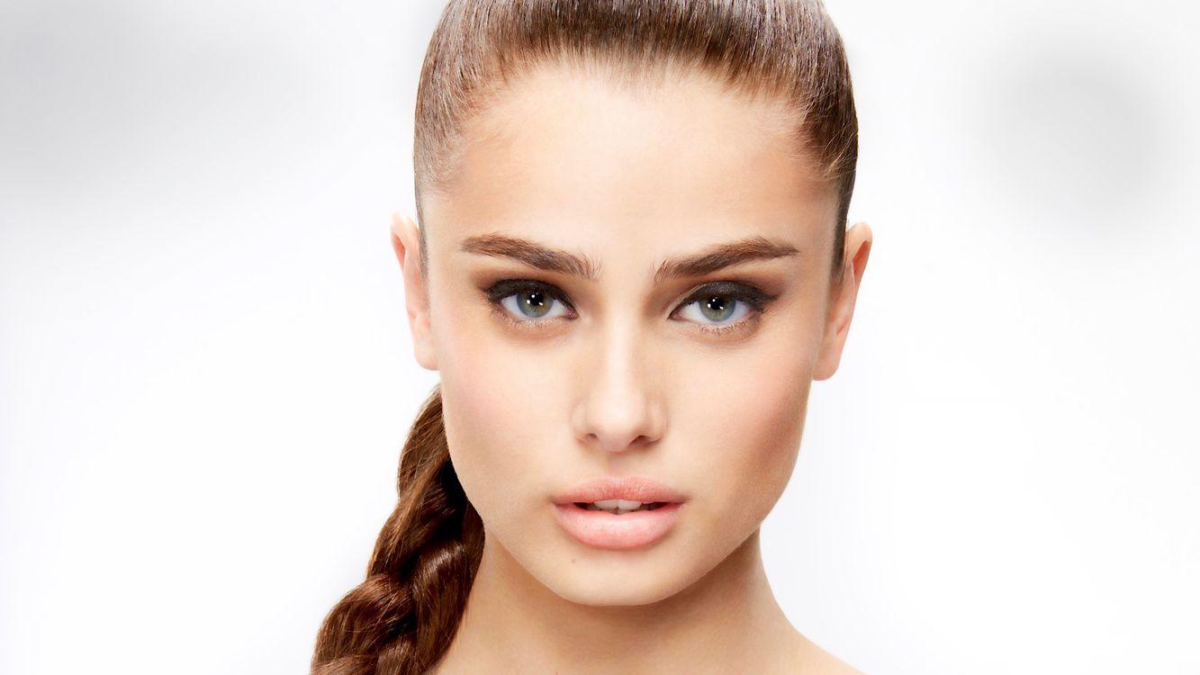 Фото бесплатно Тейлор Мари Хилл, топ-модель, лицо, брюнетка, зеленые глаза, чувственные губы, красивые, портрет, косичка, девушки