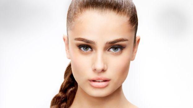Бесплатные фото Тейлор Мари Хилл,топ-модель,лицо,брюнетка,зеленые глаза,чувственные губы,красивые,портрет,косичка