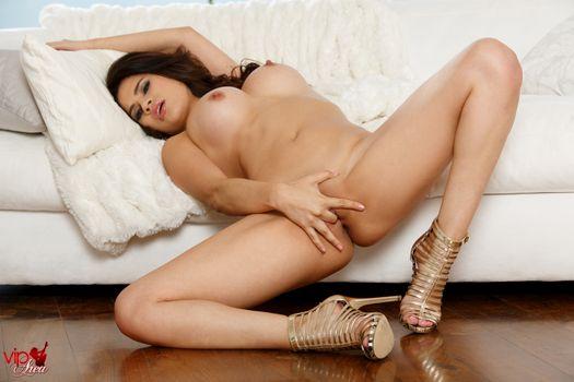Бесплатные фото Vanessa Veracruz,эротика,голая девушка,обнаженная девушка,позы,поза,сексуальная девушка,Nude,Solo,Posing,Erotic,фотосессия