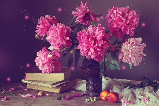 Бесплатные фото стол,ваза,цветы,пионы,натюрморт