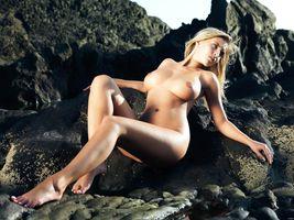 Фото бесплатно на камнях, у моря, грудь