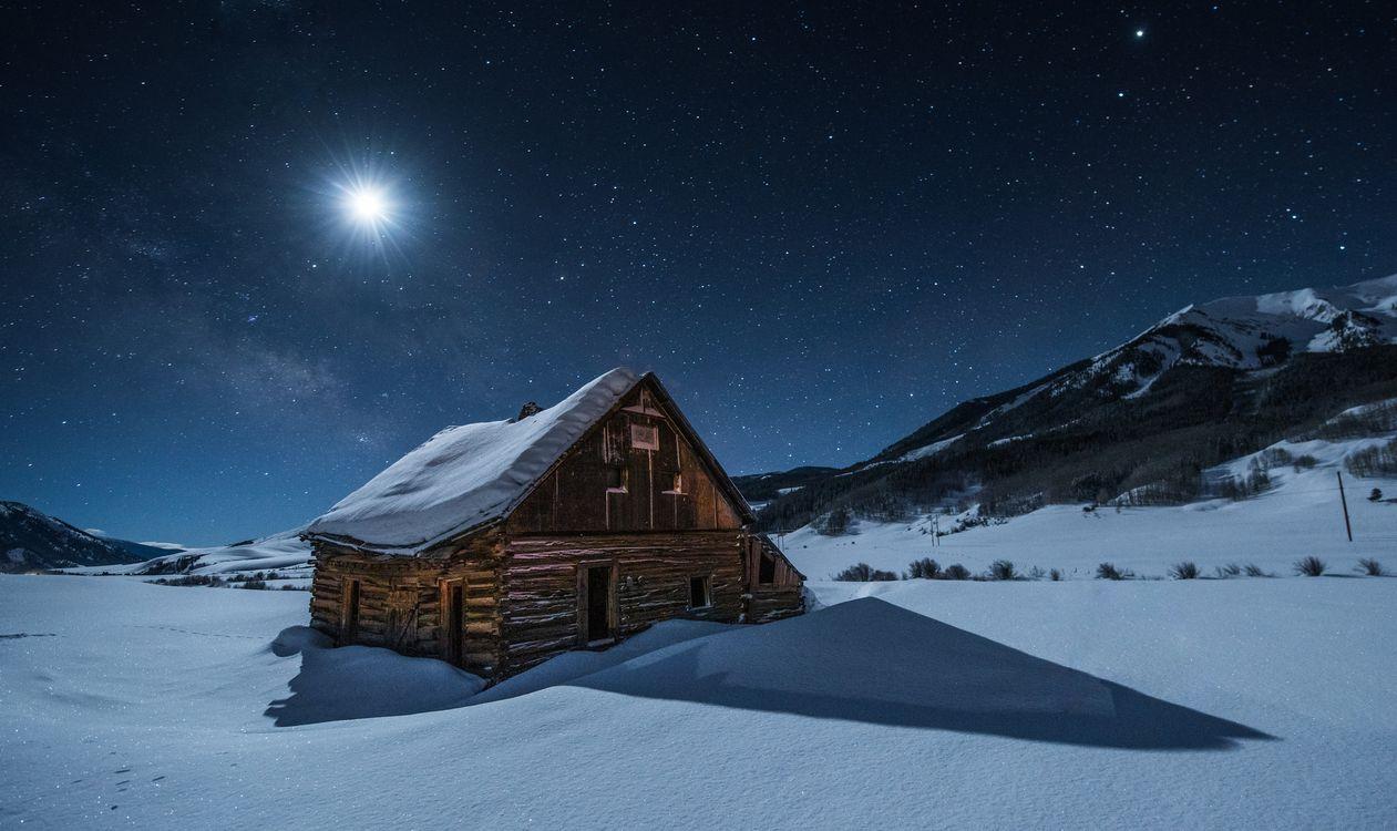 Фото бесплатно Crested Butte, Colorado, зима, снег, горы, заброшенный дом, руины, ночь, сумерки, лунный свет, луна, пейзаж, пейзажи