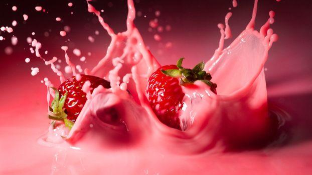 Клубника в молоке · бесплатное фото
