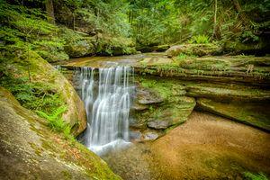 Бесплатные фото Hidden Falls,Hocking Hills State Park,Ohio,лес,деревья,водопад,скалы