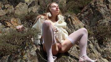 Бесплатные фото Милена,женское белье,Милена д,чулки,ажурные,белые чулки,брюнетка
