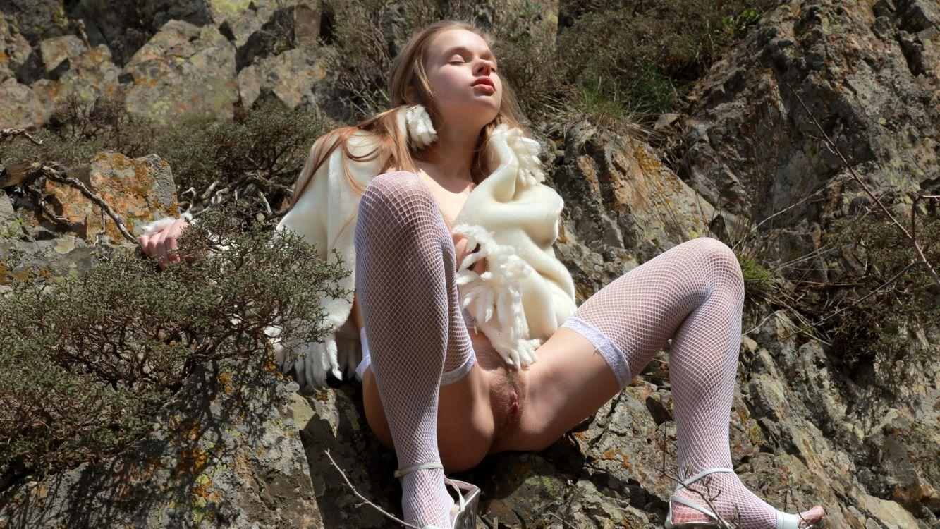 Фото бесплатно Милена, женское белье, Милена д, чулки, ажурные, белые чулки, брюнетка, подстриженная киска, половые губы, киска, распространение ноги, Милена ангел, milenna, Сунна, Вероника с, эротика
