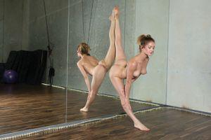 Фото бесплатно позы, голая, Дакота Бурд