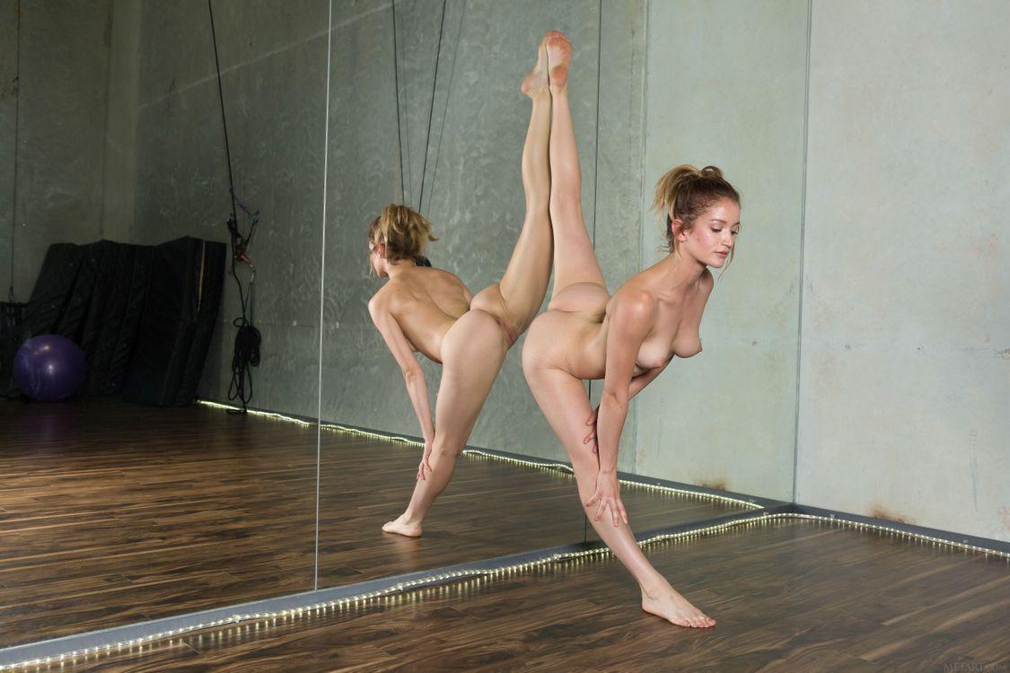 дети балерина тренируется голышом видео место выбрал мой