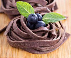 Бесплатные фото десерт,шоколадное,пирожное,черника,мята