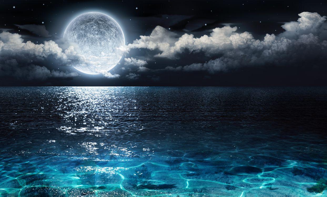 Фото бесплатно Луна, над, океаном, тучи, вода, большая луна, спутник планеты, планета, фантастика - скачать на рабочий стол