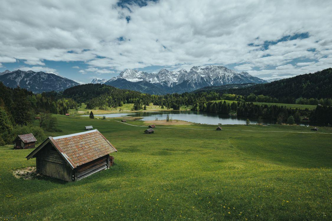 Фото бесплатно Озеро Герольдзее, пасмурный день, Германия, Geroldsee, Южный Тироль, Альпы, Гармиш, Партенкирхен, сельская местность, Bavaria, Бавария, горы, озеро, домики, пейзаж, пейзажи