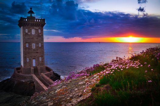 Бесплатные фото Kermorvan lighthouse,солнце,France,горизонт,закат,море,маяк,сумерки,пейзаж