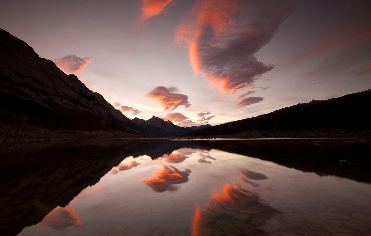 Фото бесплатно отражение, облака, горы, небо, пейзажи