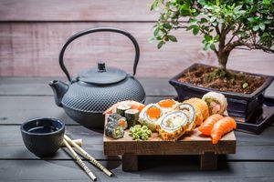 Заставки суши, японская еда, чай горшок, бонсай